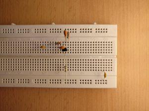 Widerstände, Transistor und Keramikkondensatoren